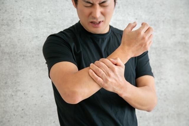 の 内側 痛い 肘